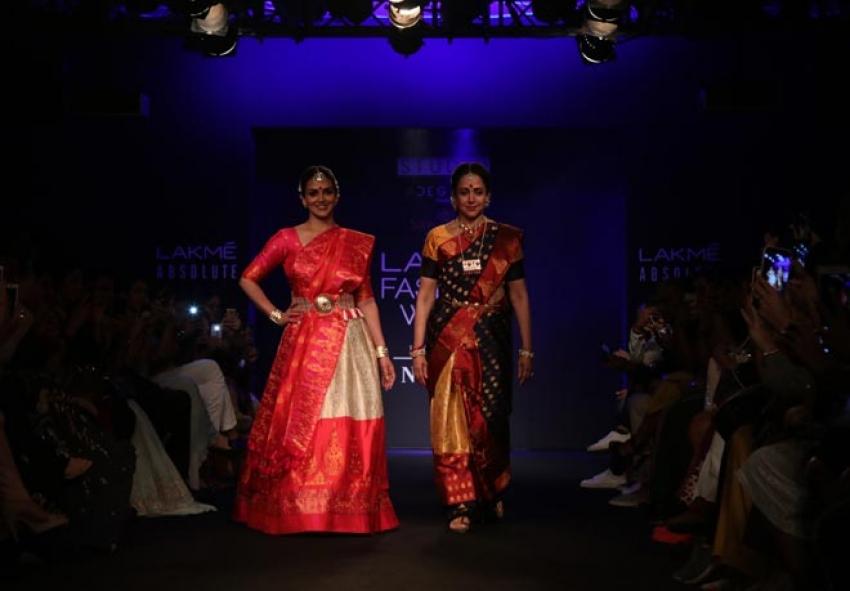 Esha Deol And Hema Malini walk the ramp at Lakme Fashion Week 2018 Photos