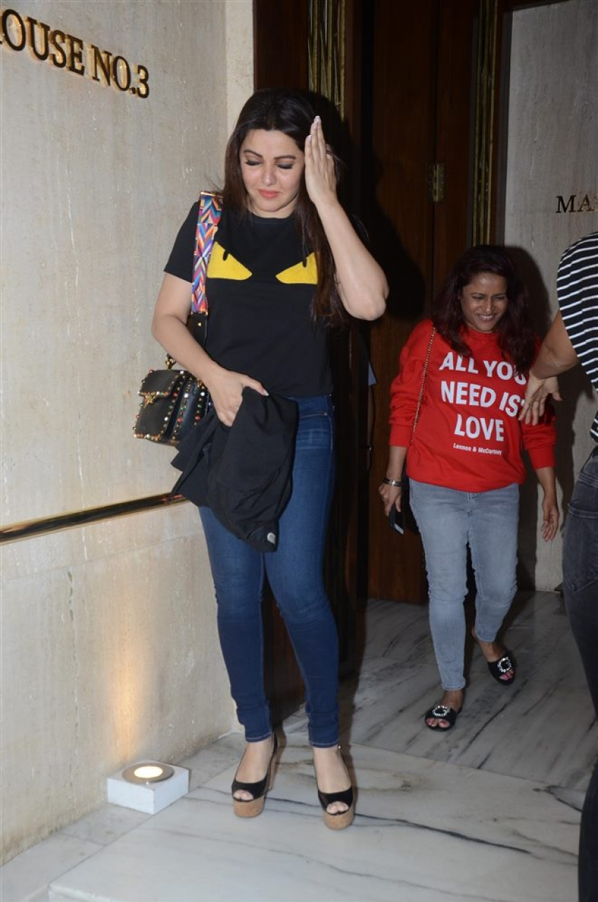 Shilpa Shetty With Friends Spotted At Manish Malhotra's House BandraS Photos