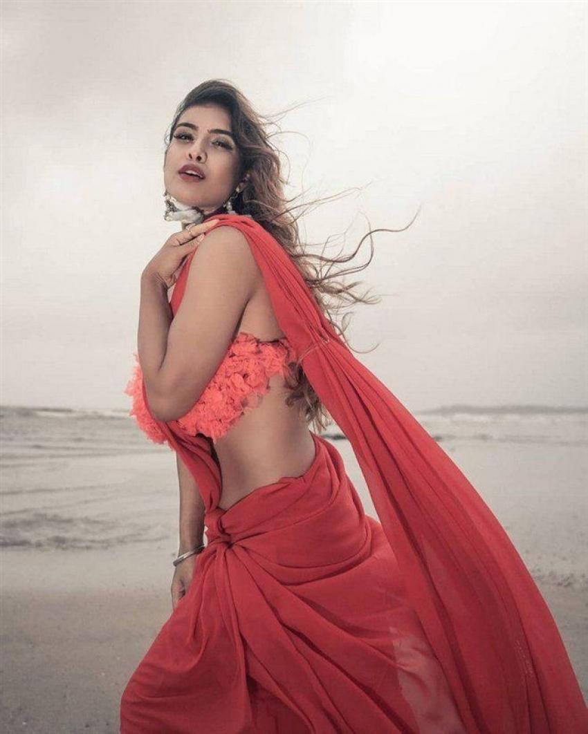 Hot & Spicy Photos Of Model Neha Malik Photos