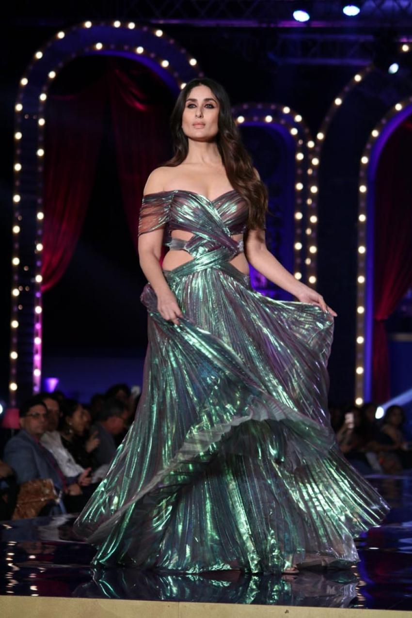Kareena Kapoor Khan walk the ramp at Lakme Fashion Week 2018 Photos