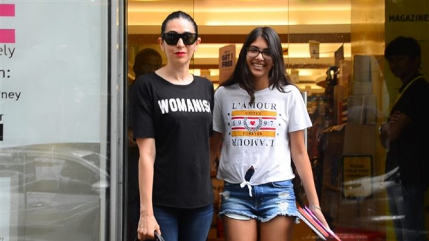 Karisma Kapoor Snapped With Her Daughter Photos