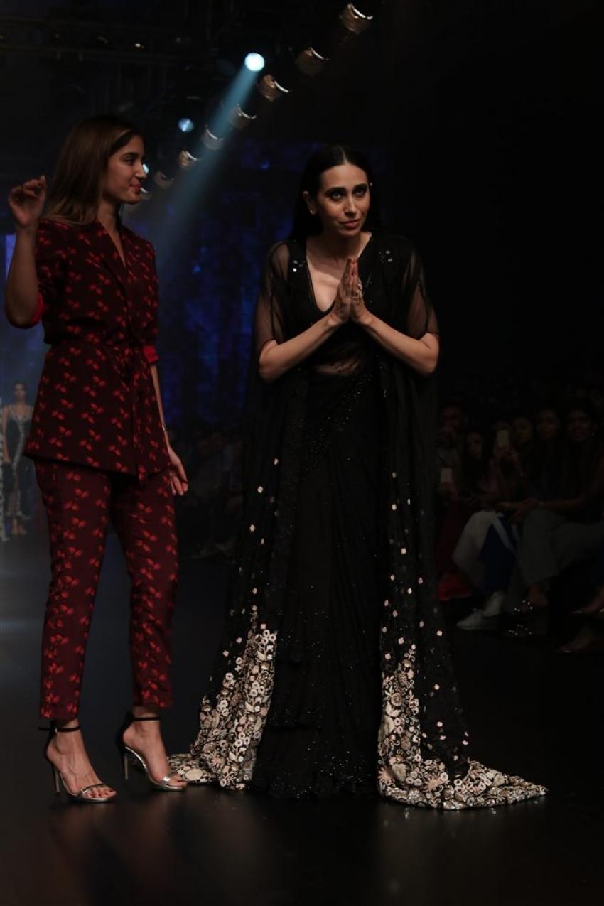 Karisma Kapoor Walks the Ramp at Lakme Fashion Week 2018 Photos