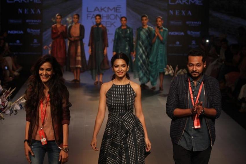 Kriti Kharbanda walk the ramp at Lakme Fashion Week 2018 Photos