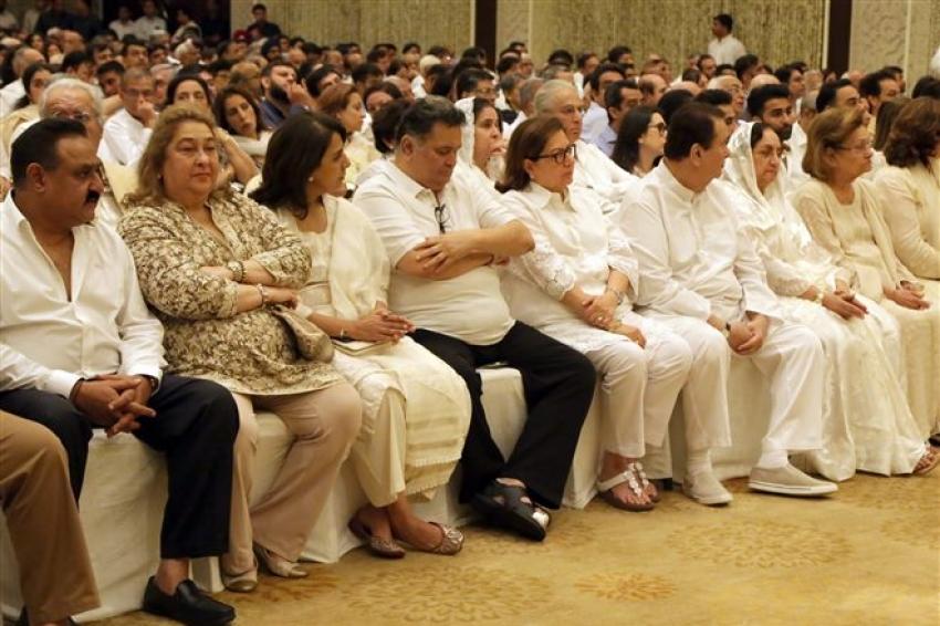 Navya Nanda , Amitabh Bacchan ,Shweta Bacchan and Kapoor Family at Ranjan Nanda Shok Sabha in New Delhi Photos