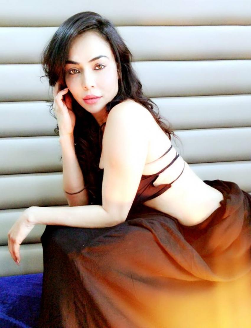 Nikita Rawal Shoots Hot Pics For New Music Video Photos