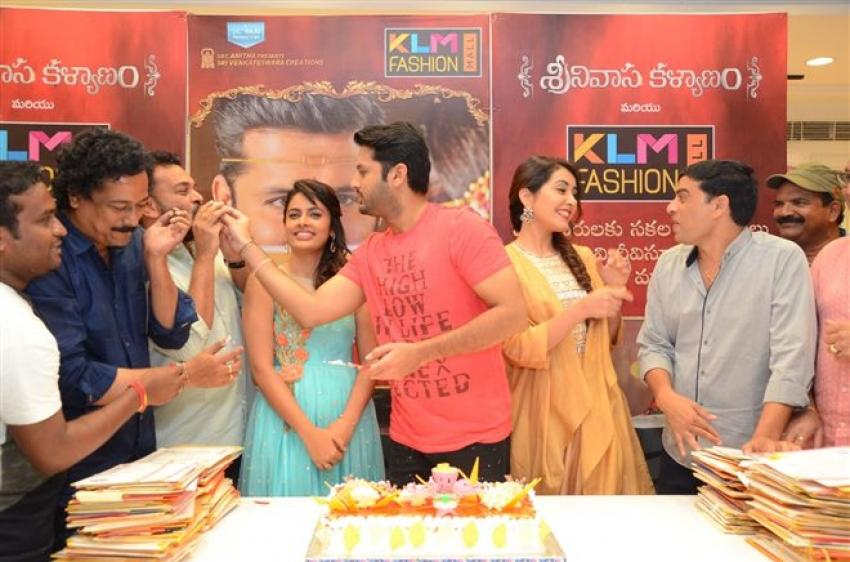 Nithiin, Raashi Khanna & Srinivasa Kalyanam Team at KLM Fashion Mall Photos