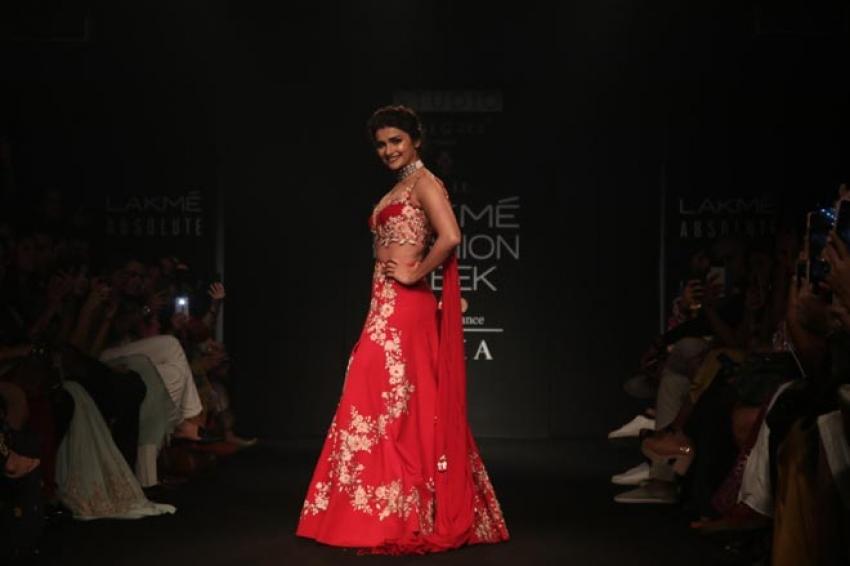 Prachi Desai walk the ramp at Lakme Fashion Week 2018 Photos