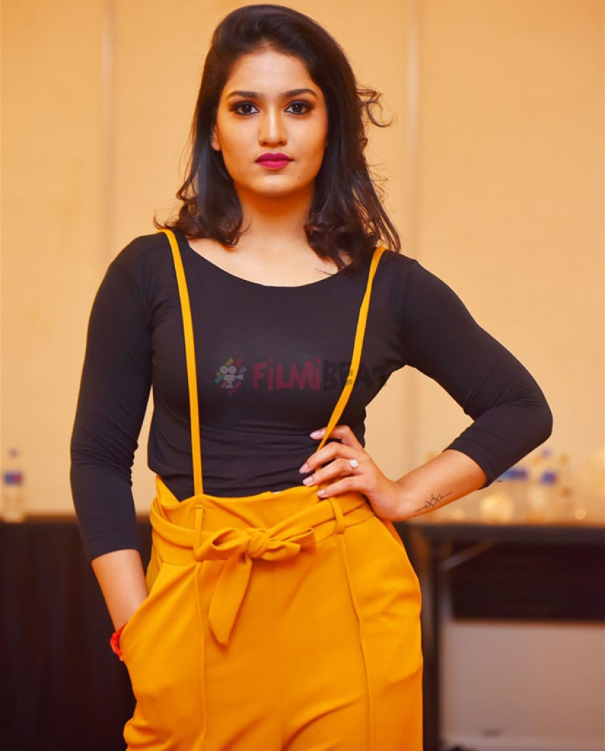 Saniya Iyappan Photos