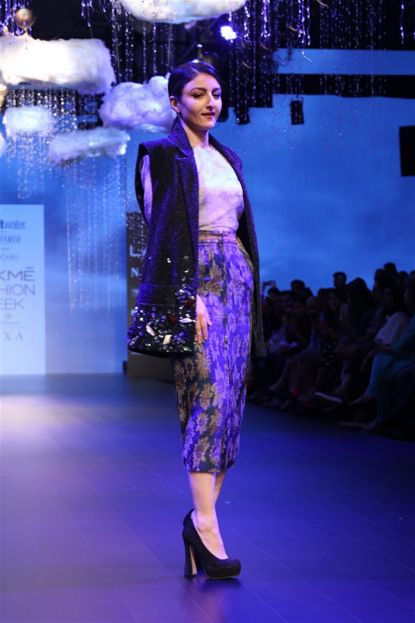 Soha Ali Khan Walk the Ramp at Lakme Fashion Week 2018 Photos