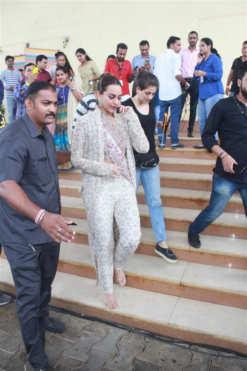 Sonakshi Sinha Promote Happy Phirr Bhag Jayegi On The Sets Of India's Best Dramebaaz Photos