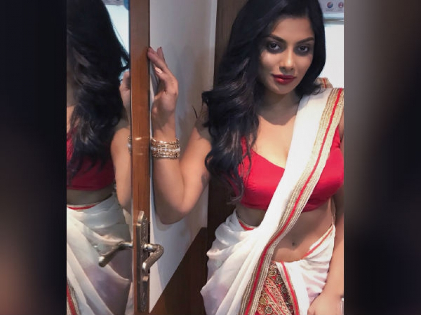 Tamil Big Boss Season 2 Yashika Aannand Unseen Photos