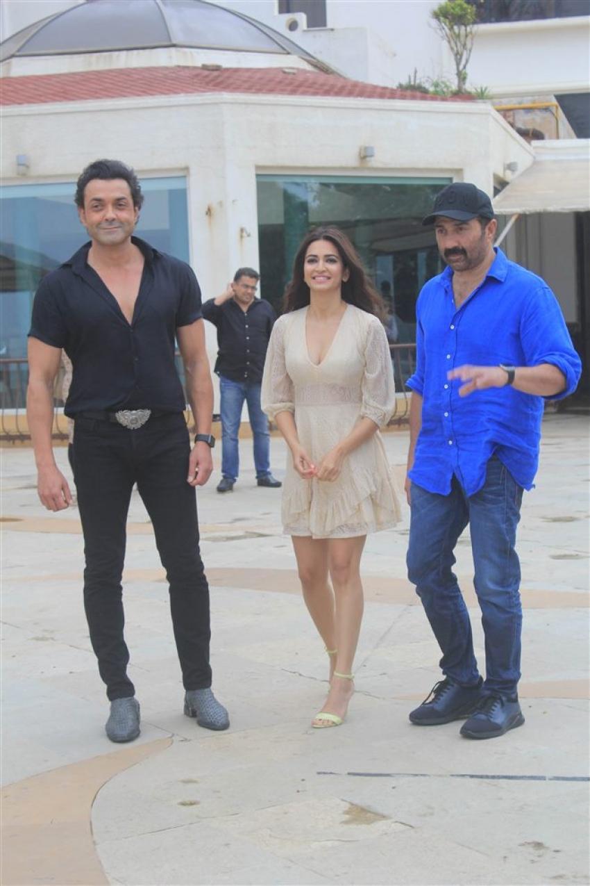 Yamla Pagla Deewana Phir Se Movie Promotion Photos