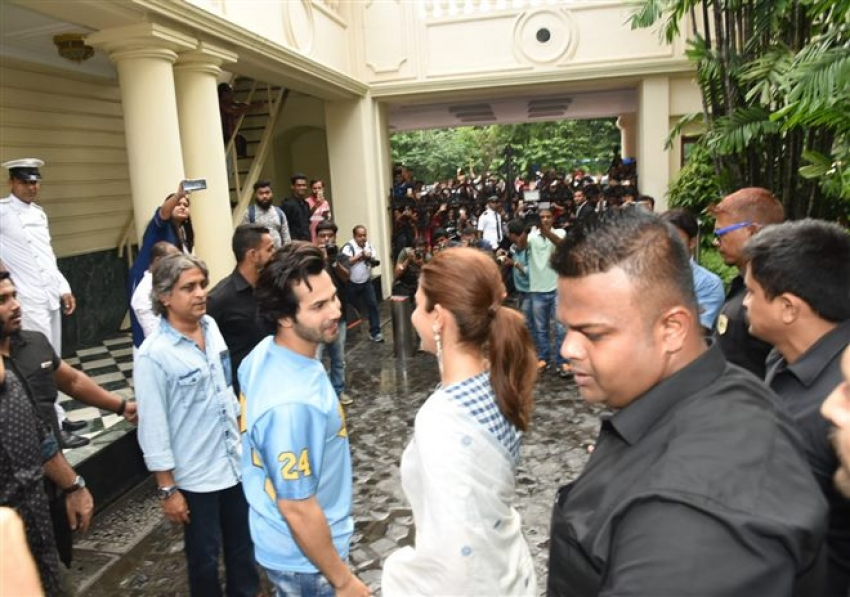 Anushka Sharma and Varun Dhawan Promote Sui Dhaga In Kolkata Photos