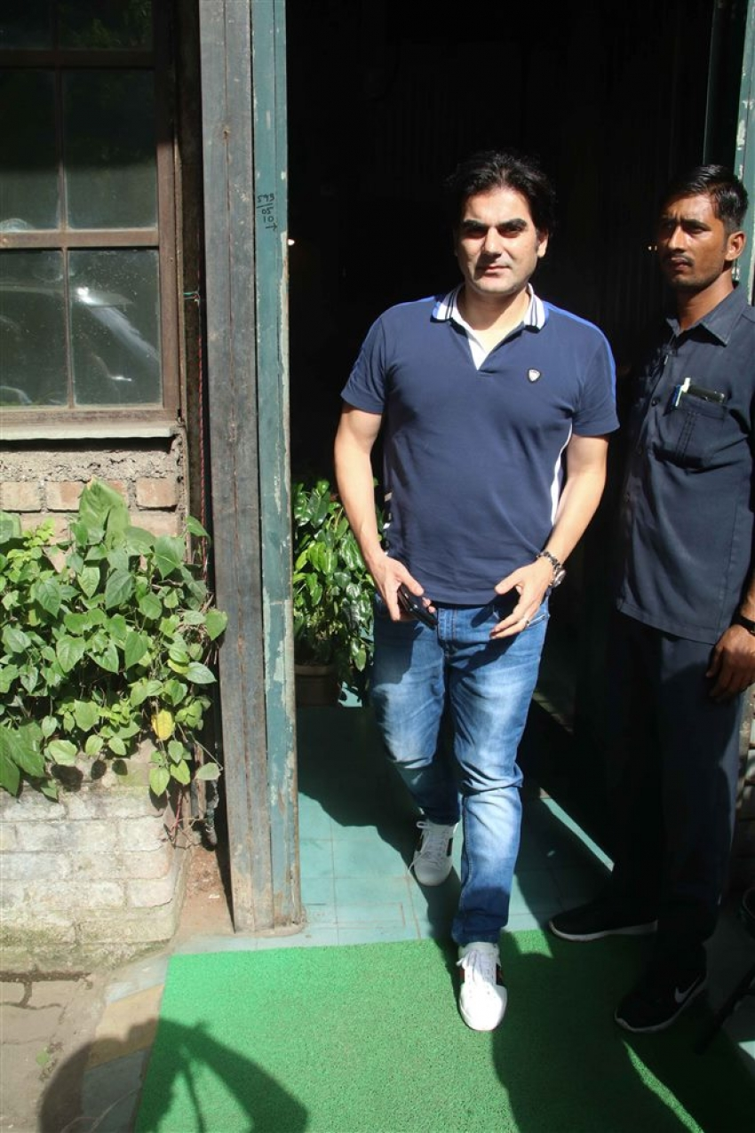 Arbaaz Khan With Girlfriend And Son Spotted At Pali Village Photos