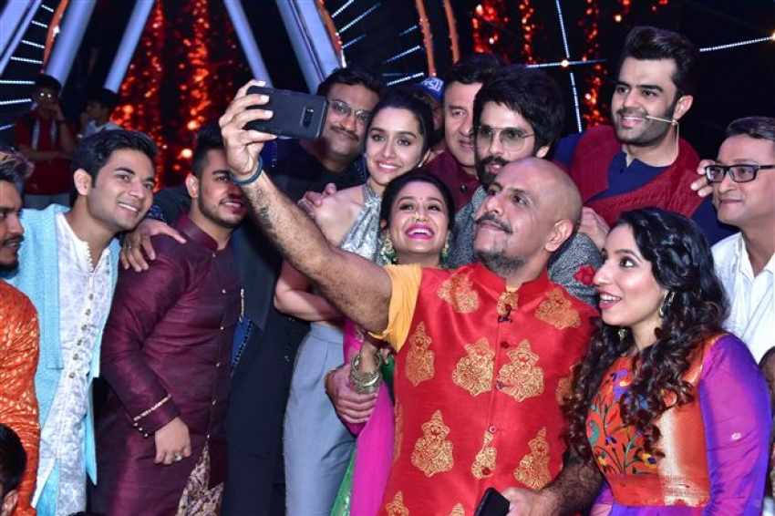 Batti Gul Meter Chalu Movie Promotion On The Sets of Indian Idol 10 Photos