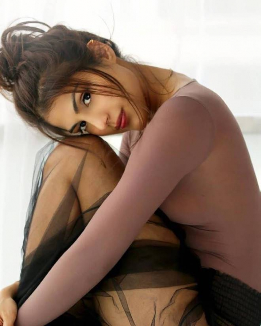 Rhea Chakraborty Glamorous Photo Shoot Photos