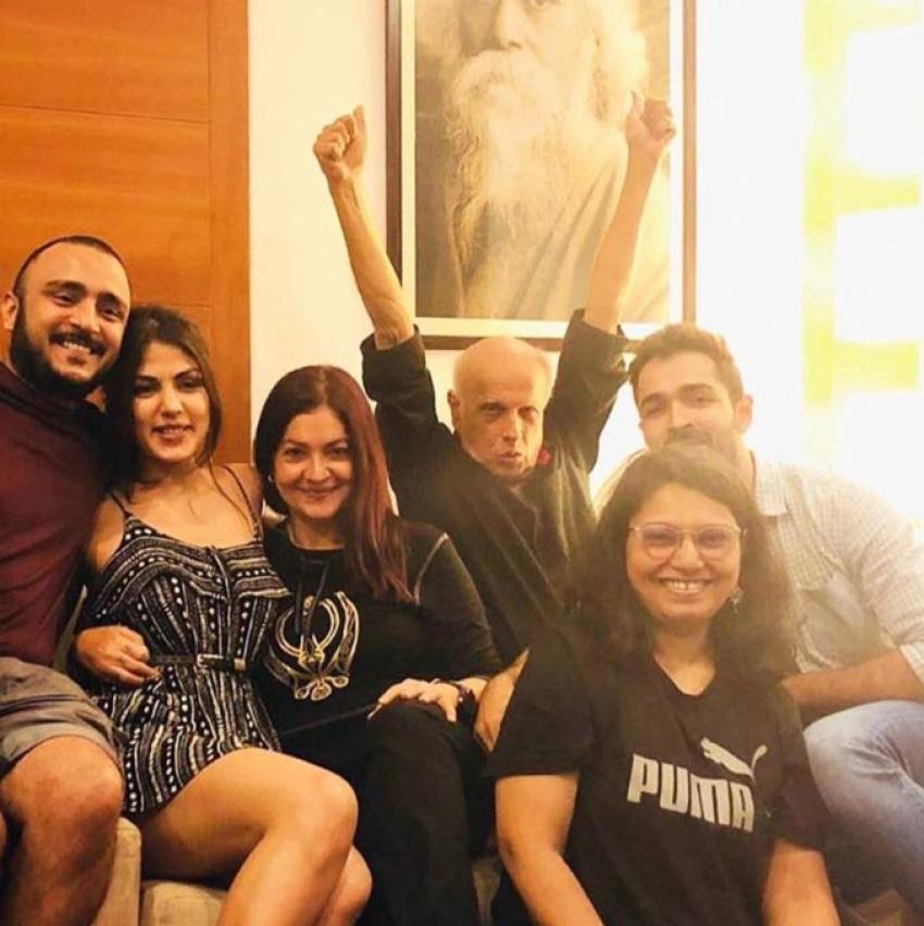 Rhea Chakraborty And Mahesh Bhatt Viral Pictures Photos