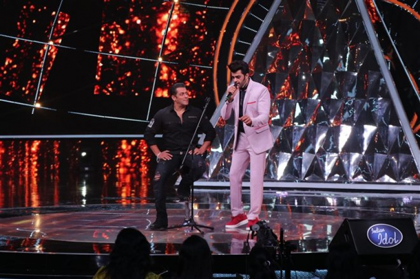 Salman Khan Promote Loveyatri On The Sets Of Indian Idol 10 Photos