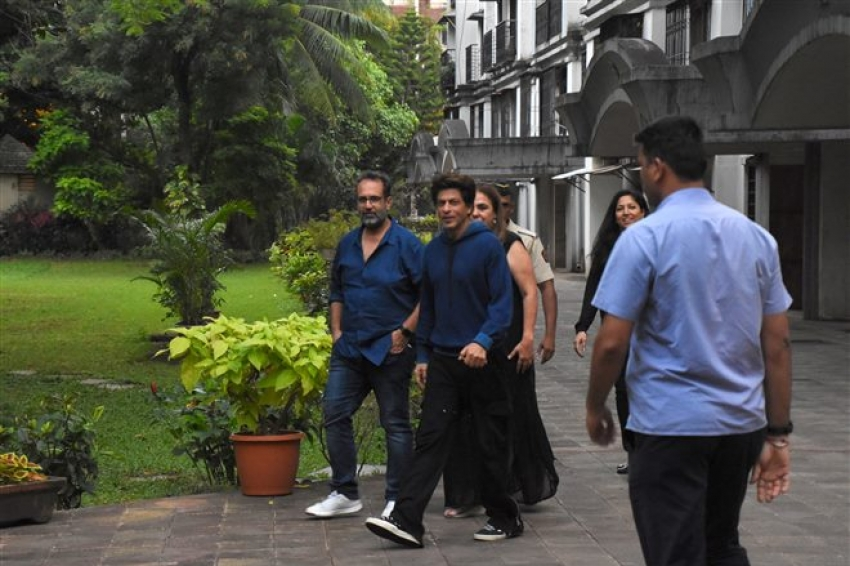 Shah Rukh Khan At Karuna's Birthday Photos