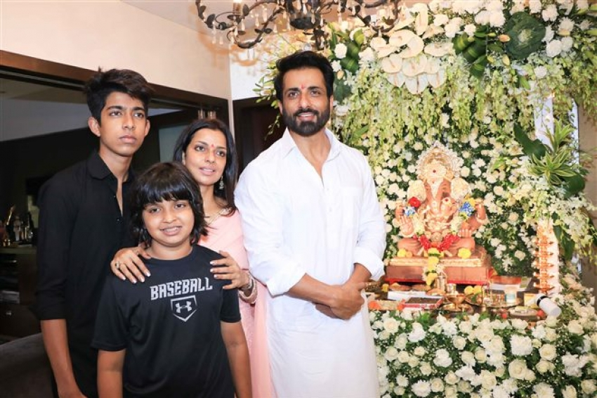 Sonu Sood Celebrates Ganesh Chaturthi 2018 With His Family Photos