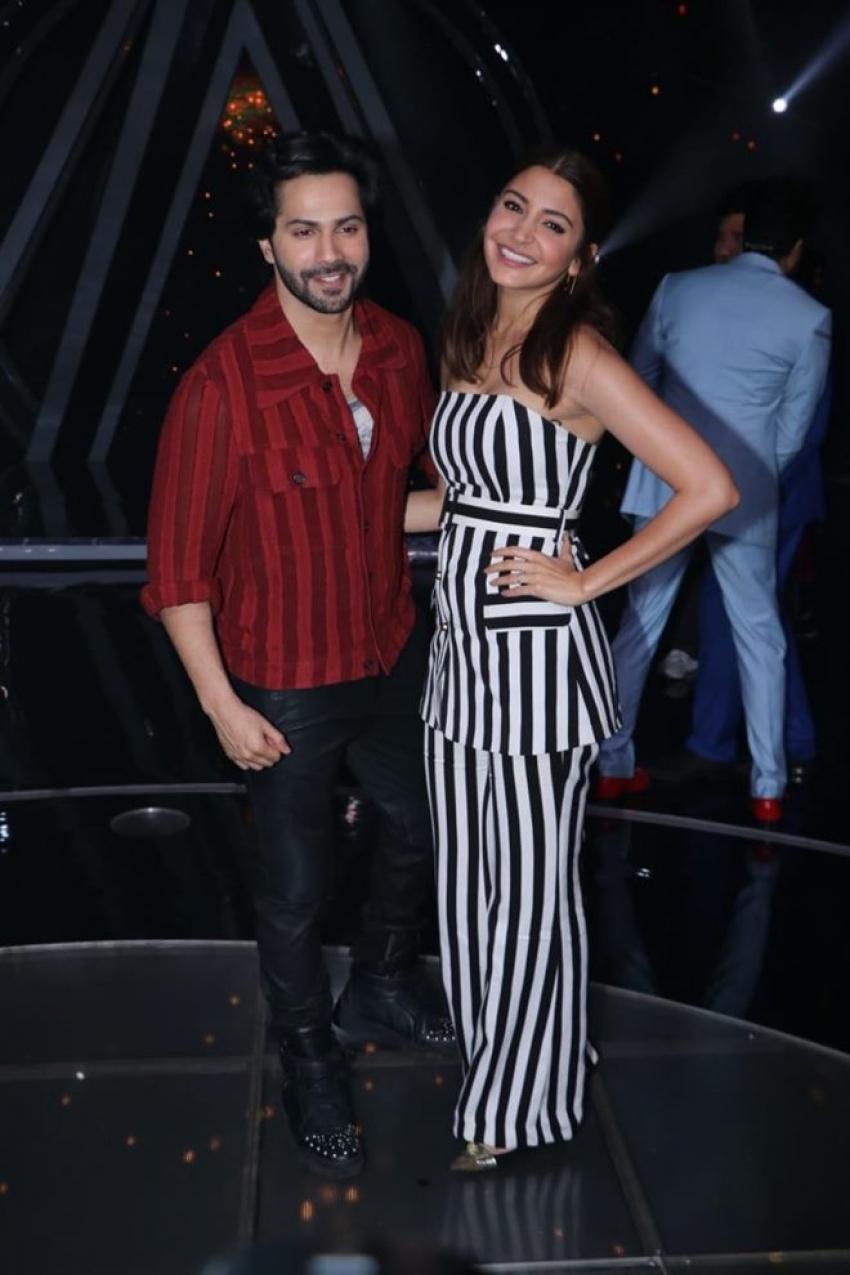 Varun Dhawan & Anuskha Sharma Promote Sui Dhaga On The Sets of Indian Idol 10 Photos