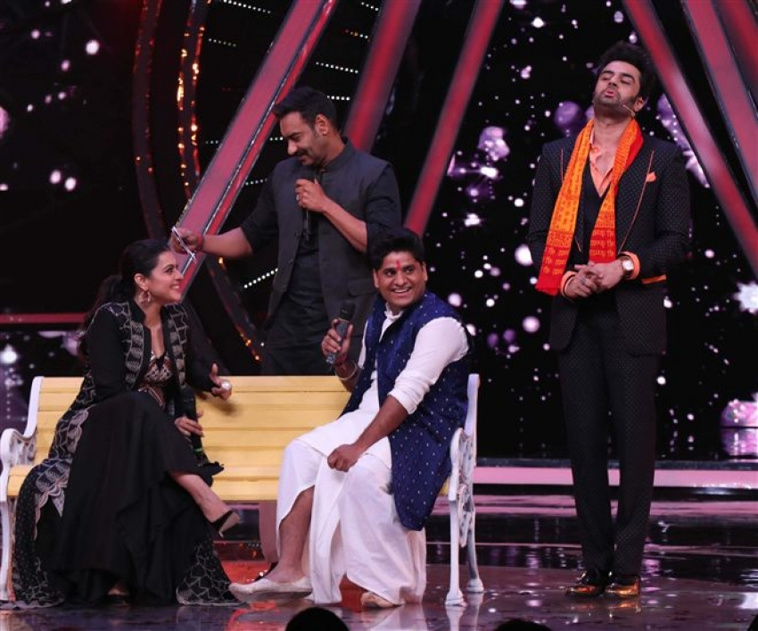 Ajay Devgan And Kajol Promote Helicopter Eela On The Sets Of Indian Idol 10 Photos