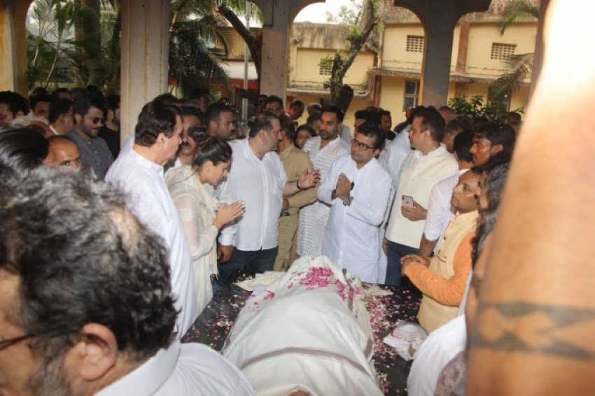 Funeral of Krishna Raj Kapoor Photos