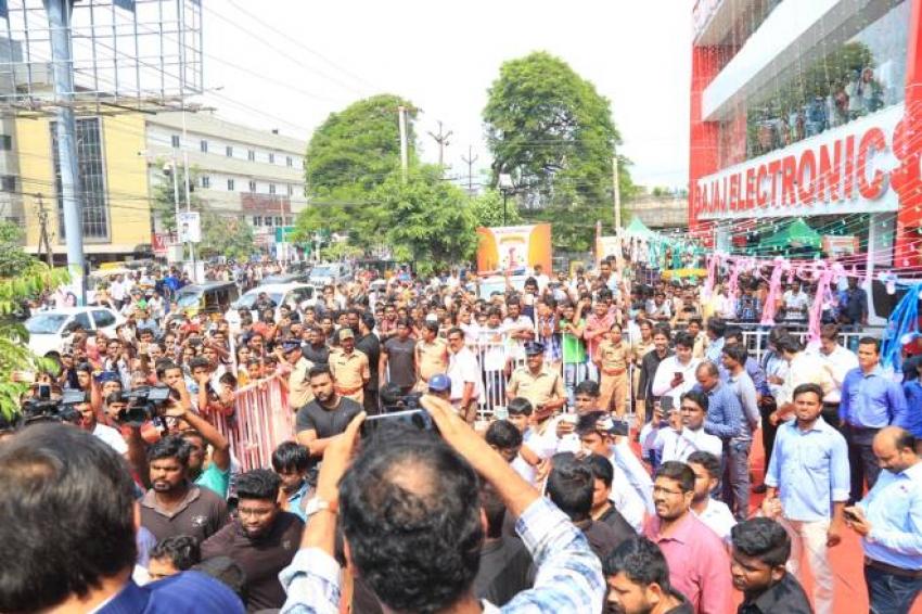 Rashi Khanna Launched Big C 226th Outlet At Vizag Photos