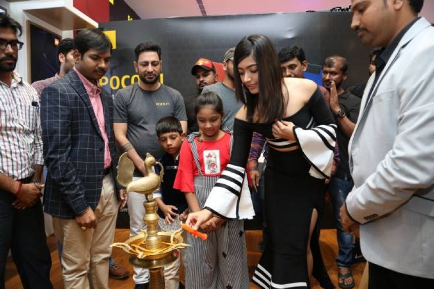 Rashmika Mandanna Launches Happi Mobiles At Banjara Hills Photos