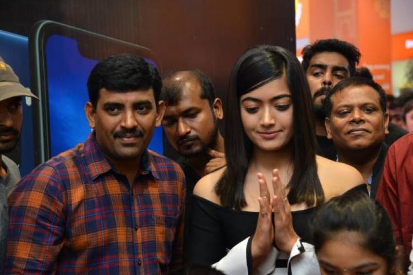 Rashmika Mandanna Launches Happi Mobiles At Banjara Hills Photos