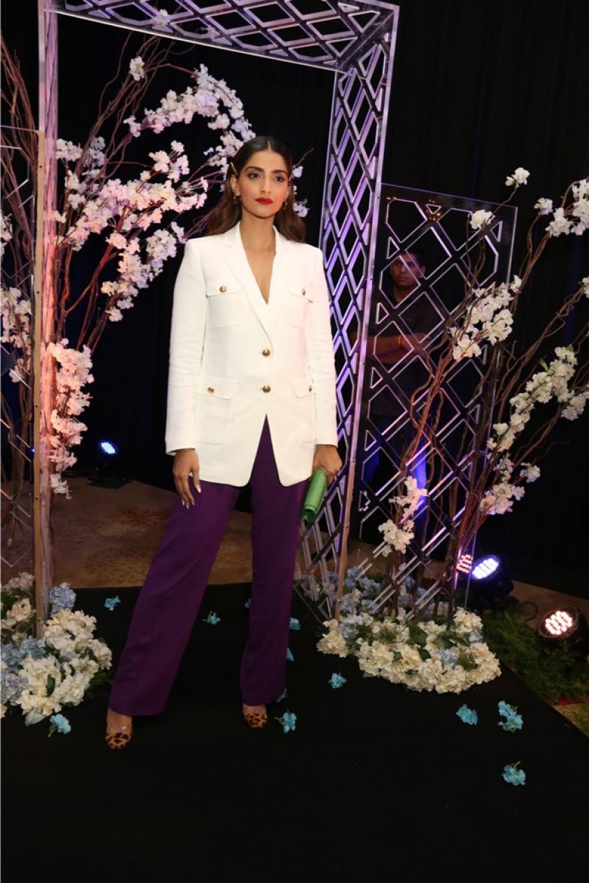 "Sonam Kapoor at launch of novel ""The Diary On The Fifth Floor Photos"
