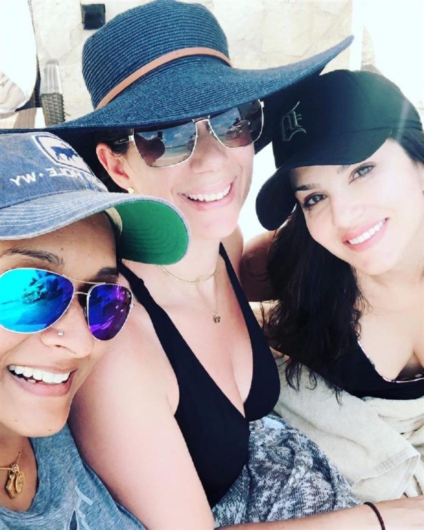 Sunny Leone, Daneil Enjoys Vacation At Mexico Photos