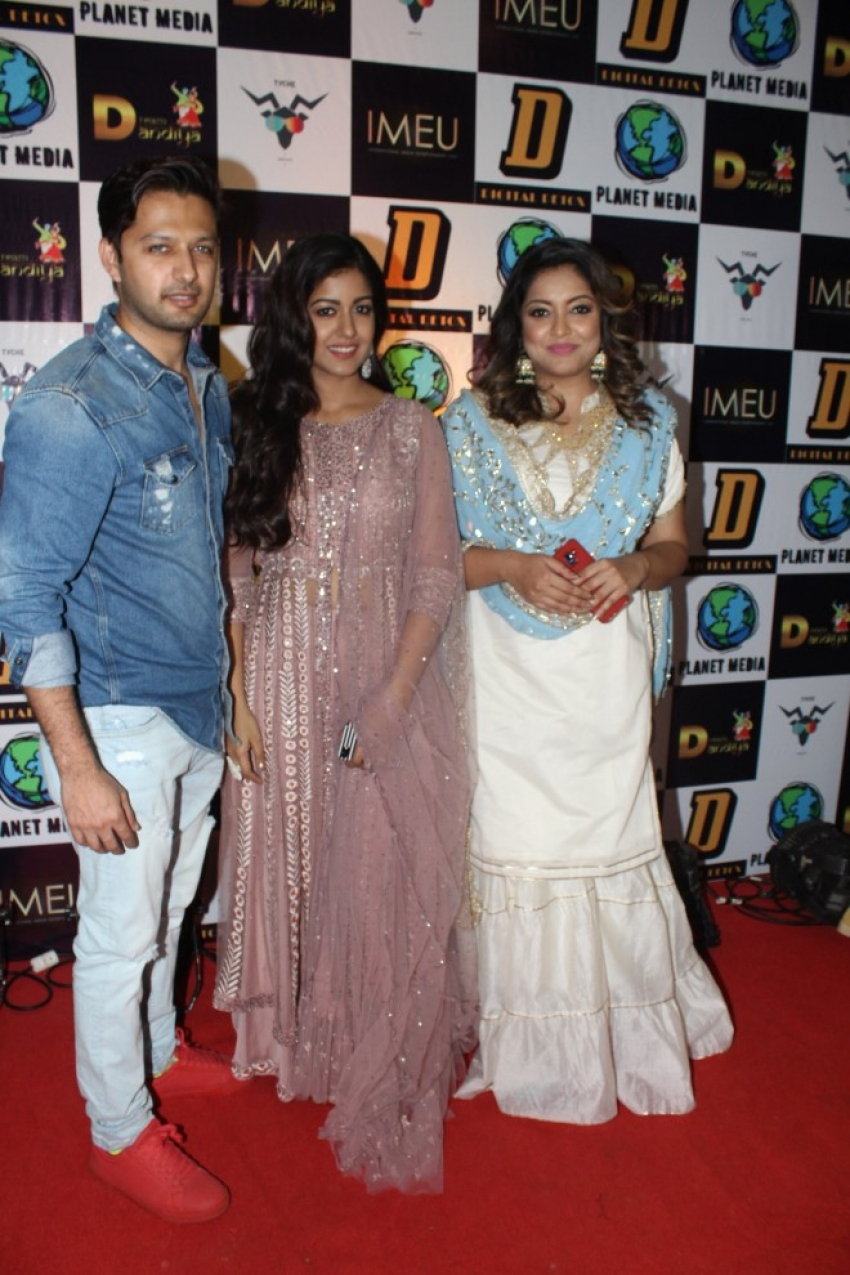 Tanushree Dutta with sister Ishita Dutta and Vatsal Sheth at Dream Dandiya Photos
