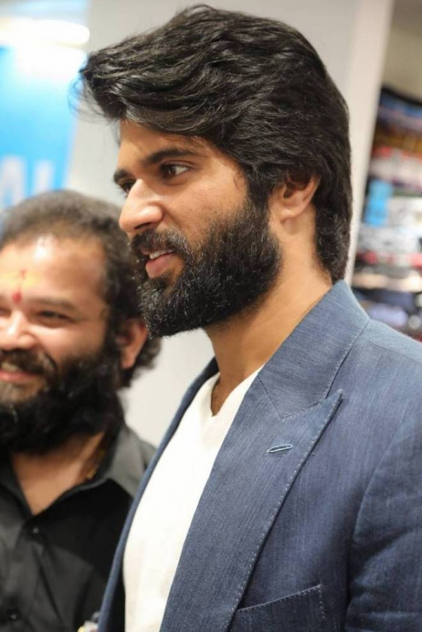 Vijay Deverakonda & Rashmika Inaugrates KLM Fashion Mall Photos