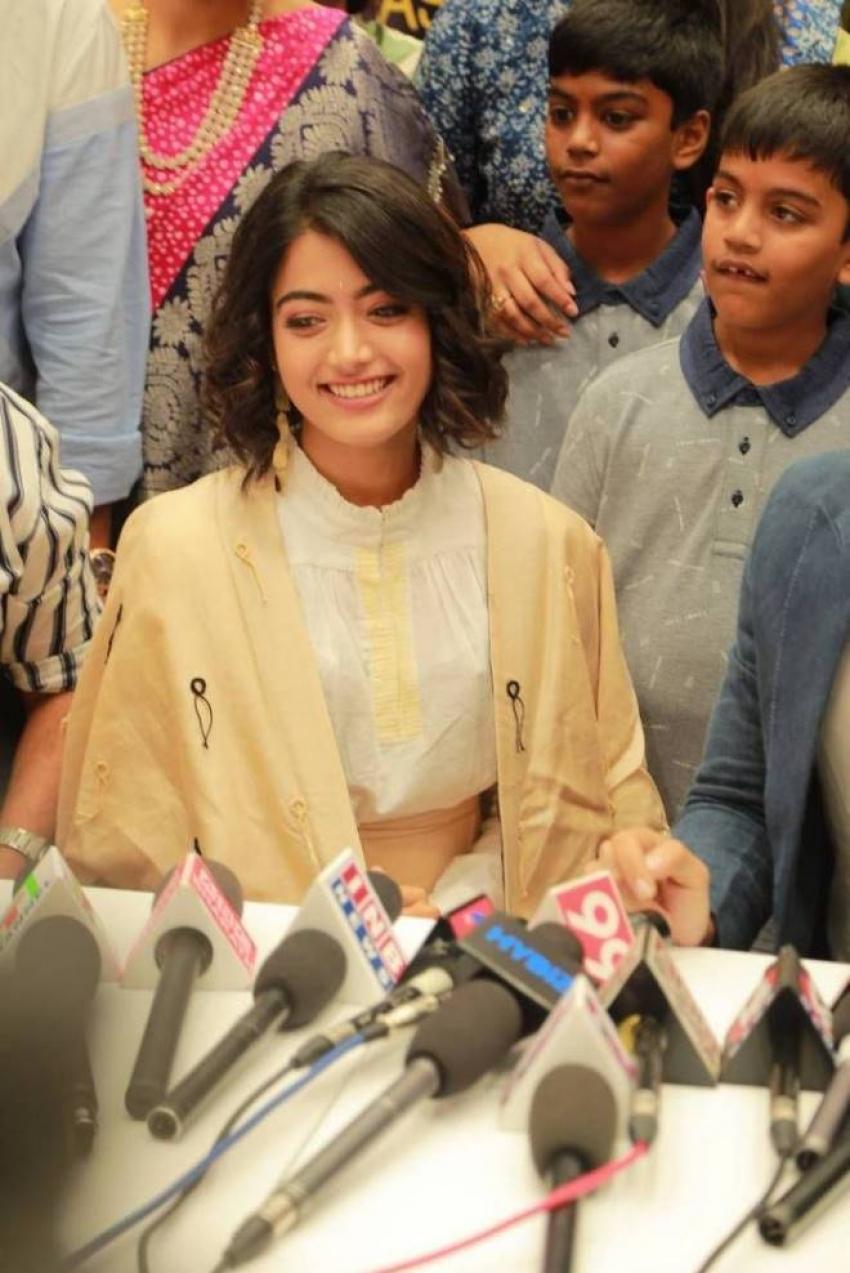Vijay Deverakonda & Rashmika Inaugrates KLM Fashion Mall Photos