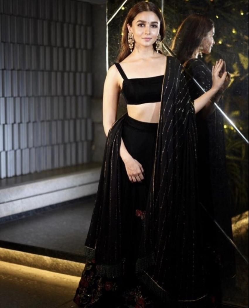 Celebs Galore At Shahrukh Khan Diwali Bash 2018 Photos