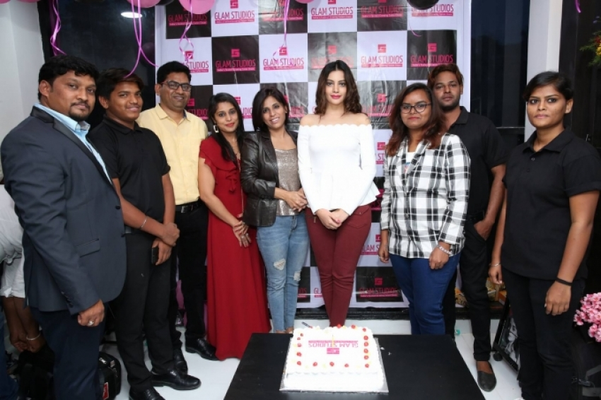 Diksha Panth Inaugurates Glam Studios Unisex Salon Photos