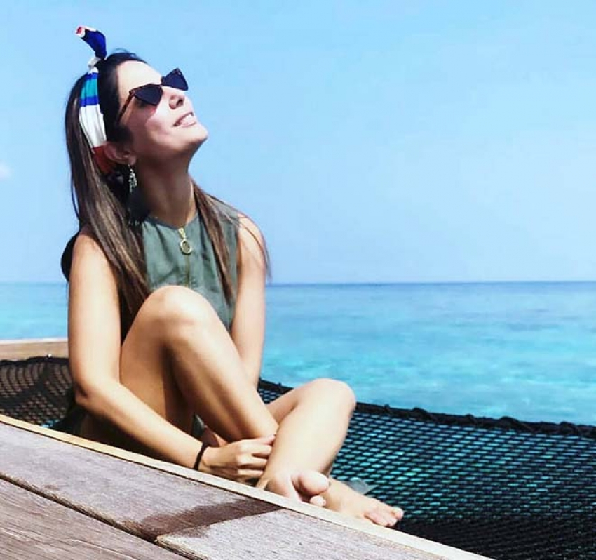Hina Khan Chilling Out With Beau Rocky Jaiswal In Maldives Photos