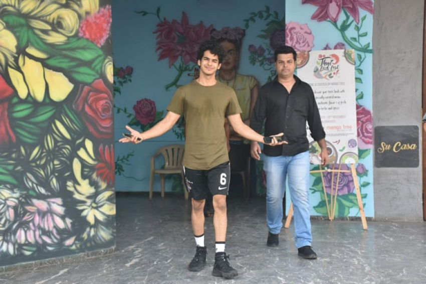 Ishaan Khattar and Jhanvi Kapoor Spotted at Su Casa in Bandra Photos