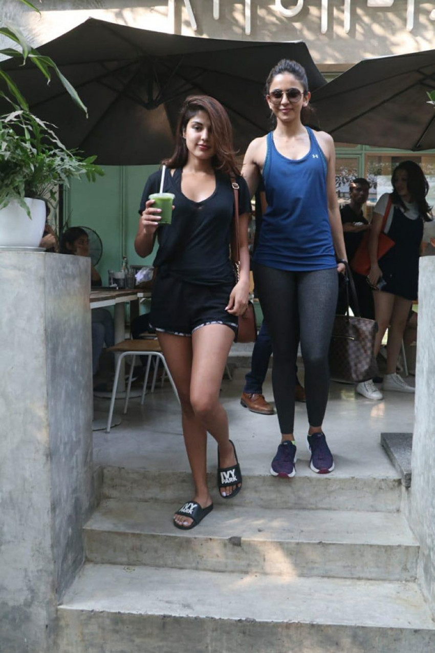 Rhea Chakraborty and Rakul Preet at Kitchen Garden in Bandra Photos