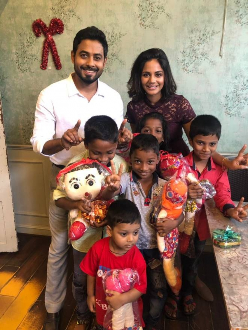 Aari surprises unprivileged children with Christmas Delight Photos