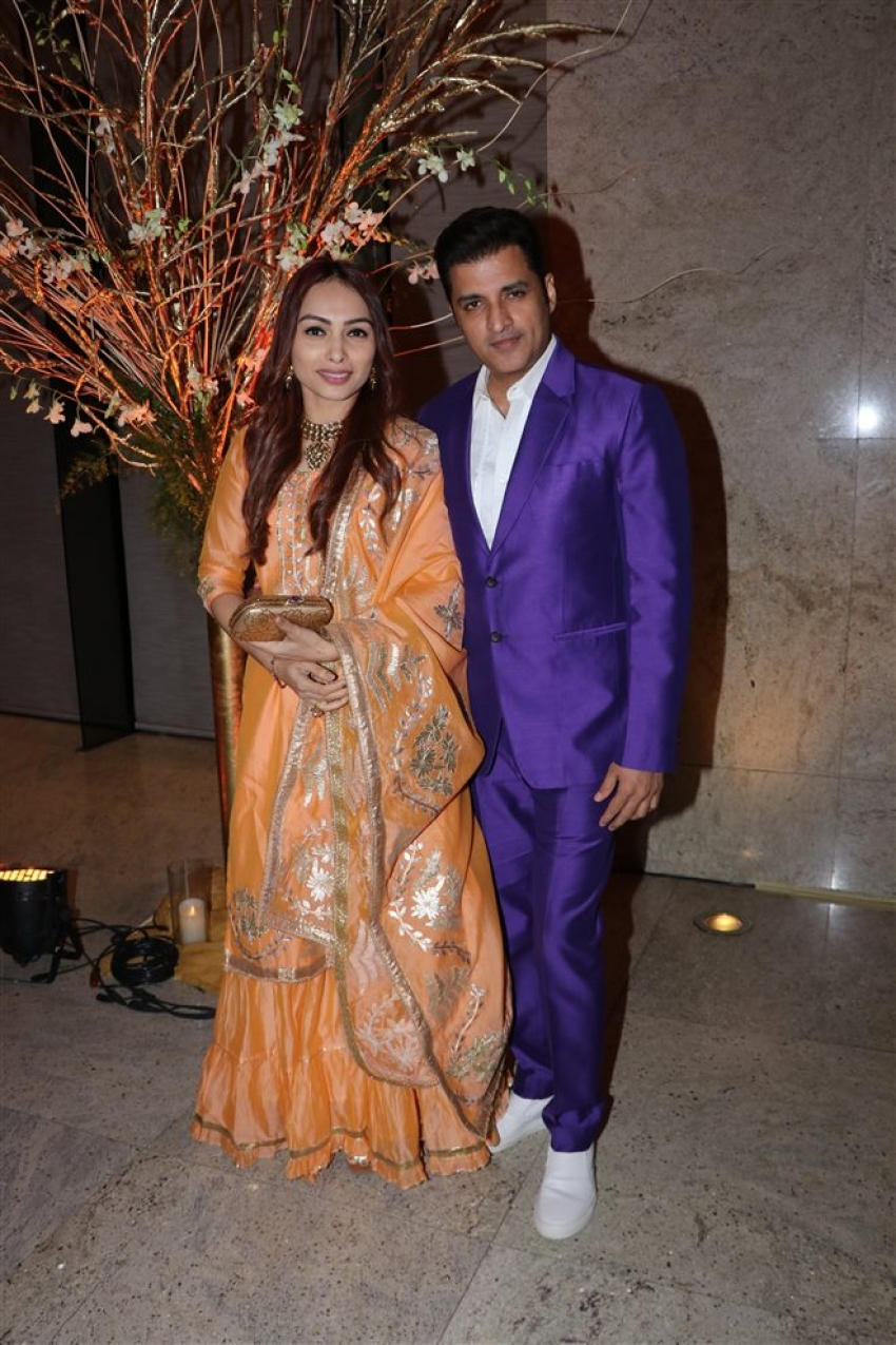 Alka Yagnik's Daughter Syesha Kapoor And Amit Desai's Star-Studded Wedding Reception Photos