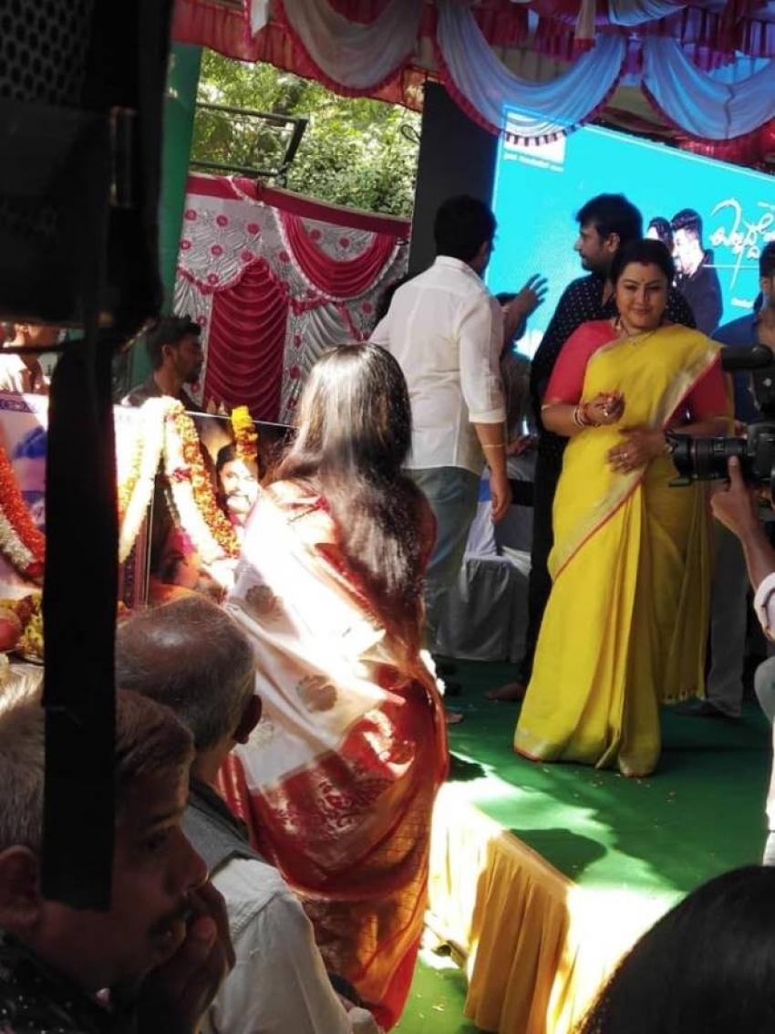 Srujan lokesh  Ellidde Illi Tanaka Kannada Movie Mohurtha Photos