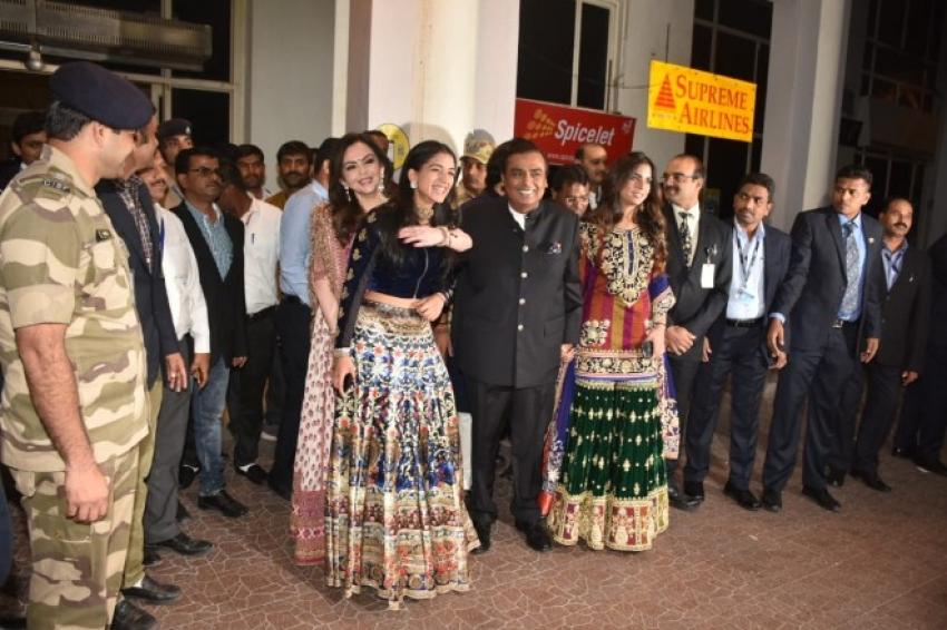 Guest arrives at Jpdhpur for Priyanka Chopra and Nick Jonas Wedding Photos
