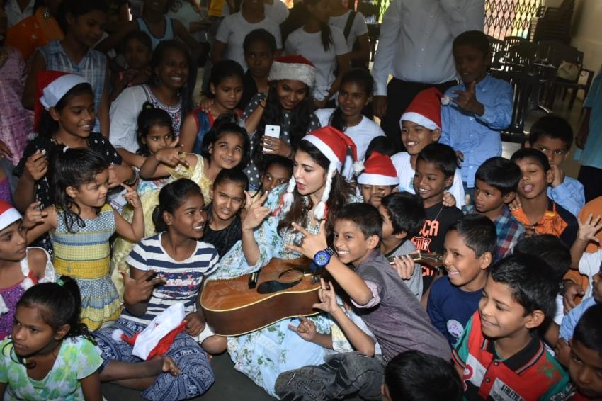 Jacqueline Fernandez Celebrates Chrismtas With St. Catherine Orphanage Childrens Photos