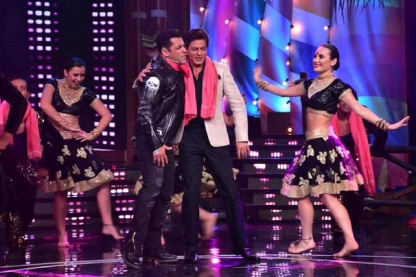 Salman Khan and Shah Rukh Khan on the sets of Bigg Boss 12 Photos