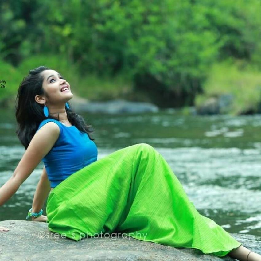 Anikha Photos