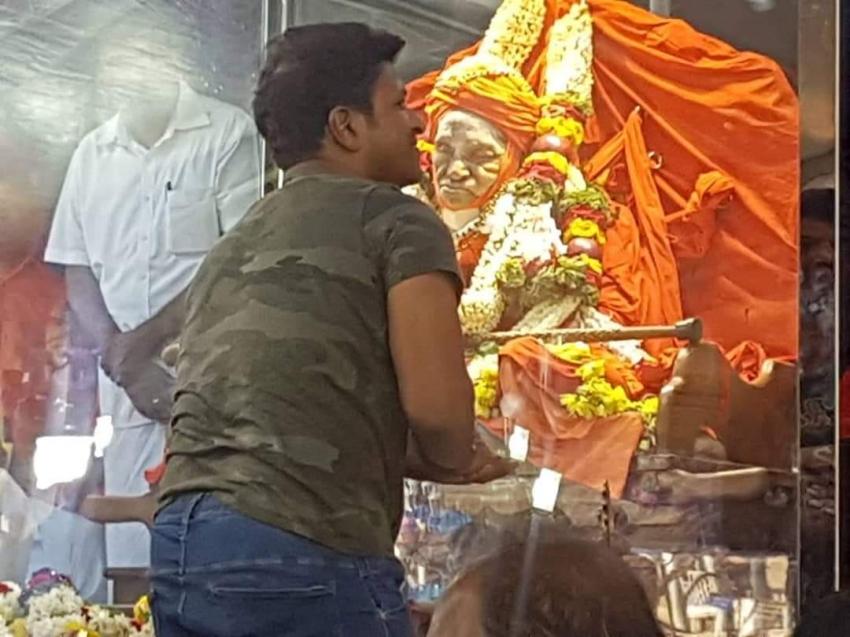 Celebs Pay Last Respect To Shivakumar Swamiji Photos