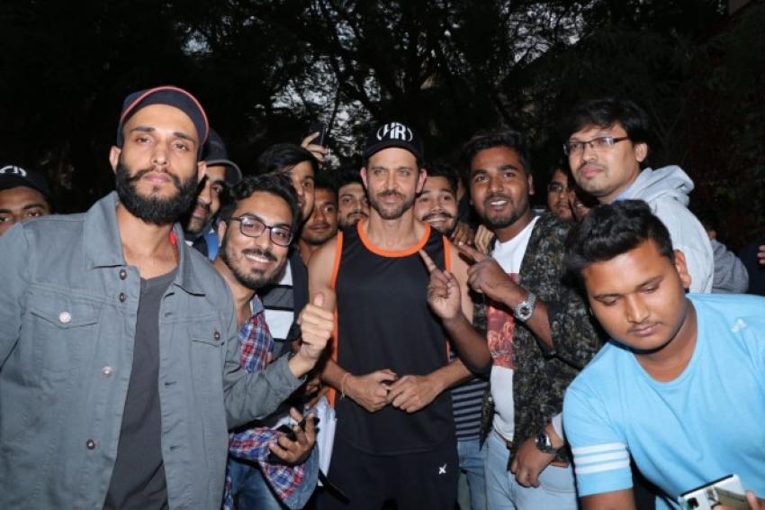 Hrithik Roshan Celebrates Birthday With Fans Photos