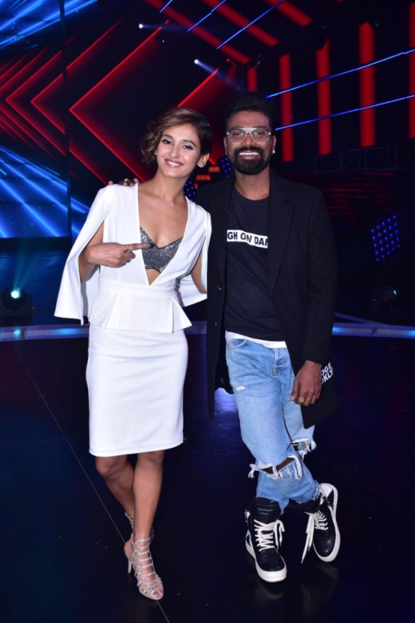 Madhuri Dixit On The Set Of Dance Plus 4 Photos